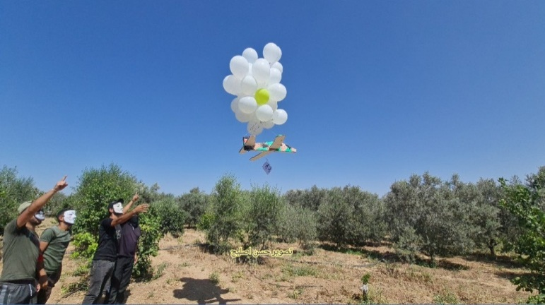 Balloons carrying a warning for Israel (Twitter account of journalist Hassan Aslih, September 4, 2021).