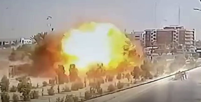 Moment of the car bomb detonation as documented by surveillance cameras in the area (www.ultrairaq.ultrasawt.com, October 3, 2021)