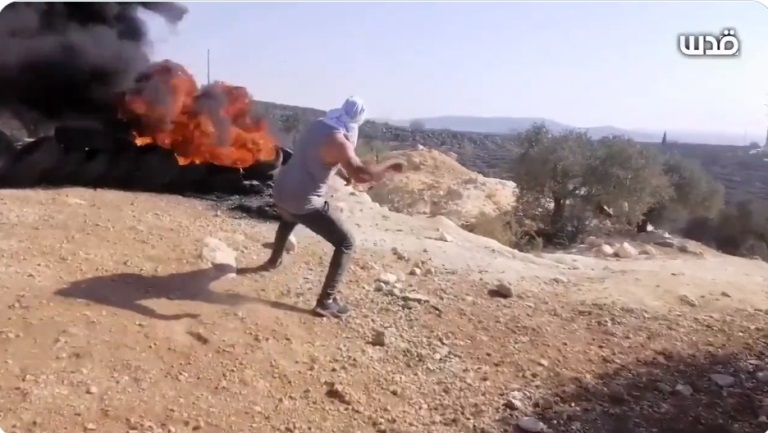 Palestinians riot near the Eviatar outpost, south of Nablus (QudsN Twitter account, October 8, 2021).