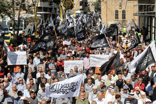 Mass demonstration in Hebron organized by Hizb al-Tahrir to protest the Israeli decision (Twitter account of journalist Hassan Aslih, October 9, 2021).